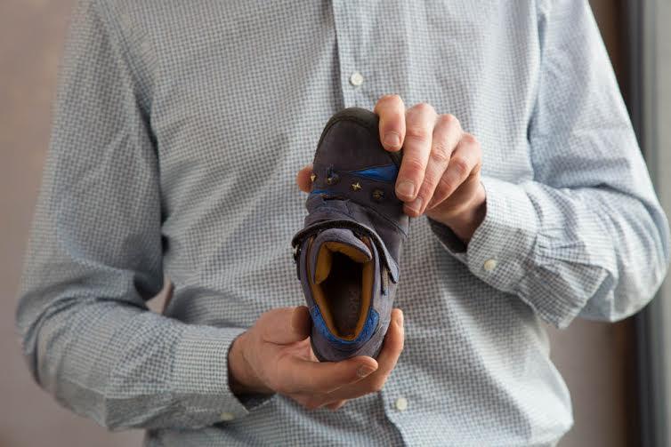 Chaussure enfant test torsion